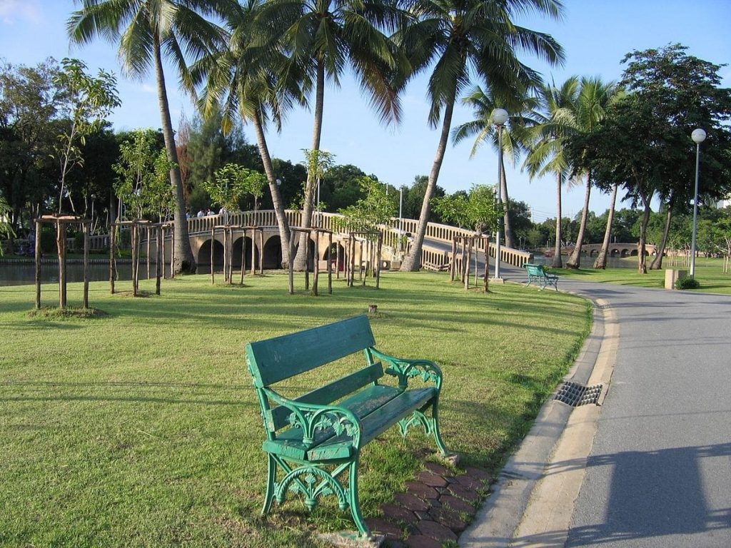 Take a break from the hectic shopping of Chatuchak Market by relaxing in Chatuchak Park.