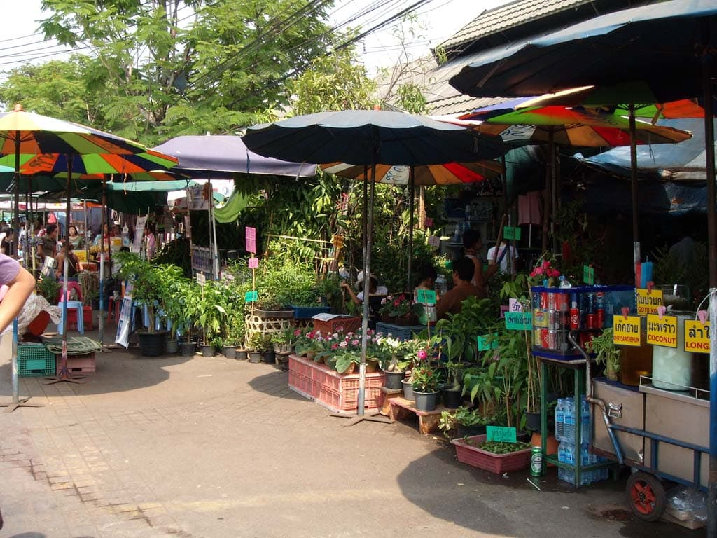 Chatuchak Weekend Market has over 200,000 visitors every weekend.