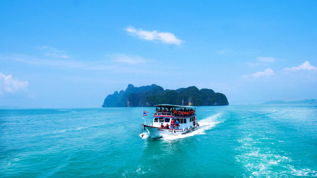 Take the ferry from Surathani to Koh Phangan