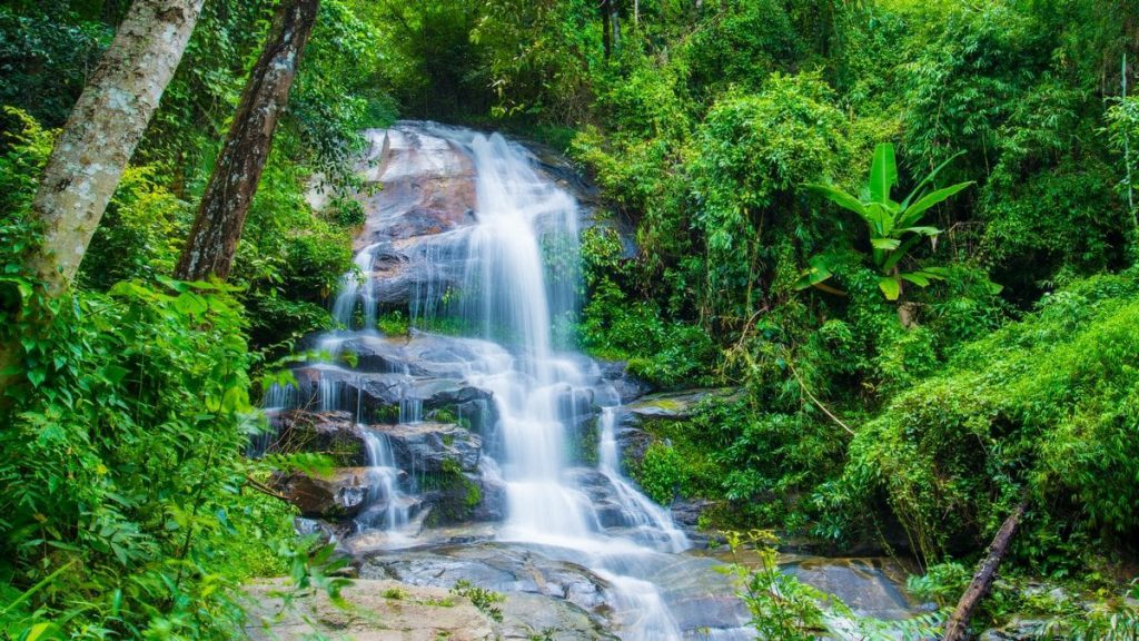 The Monthathan Waterfall made it onto our short list of our favorite Chiang Mai day trips.