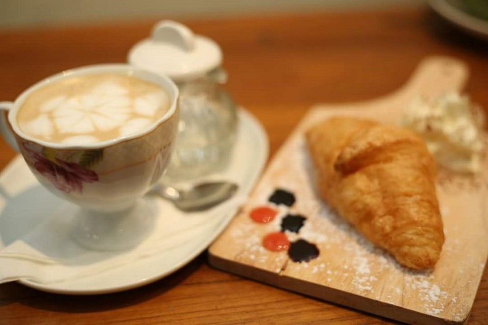 Coffs & Burgh has a great balance of cafe food and great coffee on their menus.