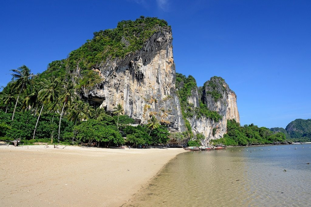 Tonsai Beach features contrast between its cliffs, white sand and clear waters.