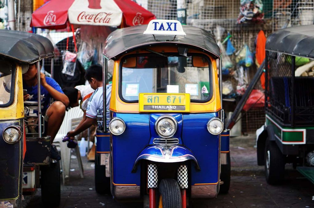 should you tip taxis tipping in thailand