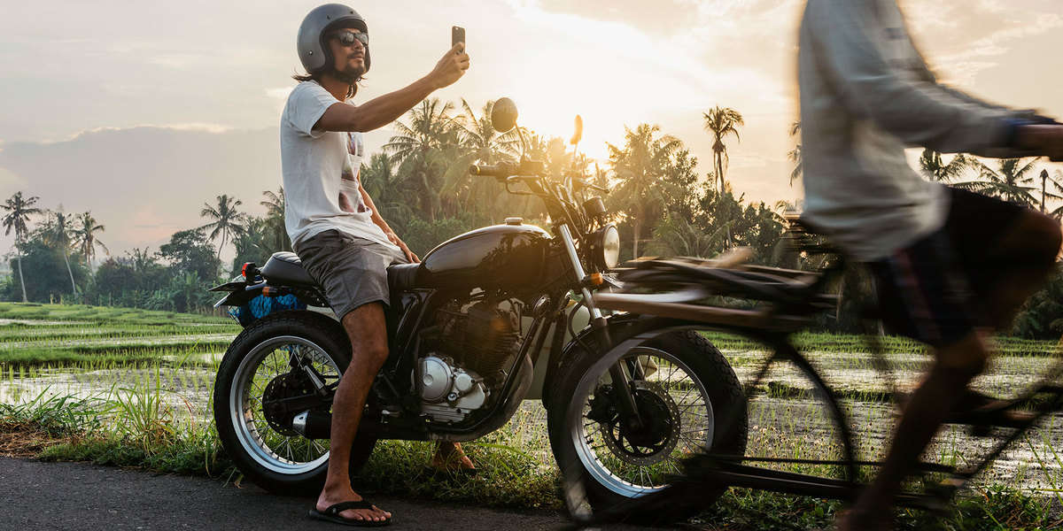 A GUIDE TO VISITING KOH PHANGAN NOT DURING THE FULL MOON: RENT A MOTORBIKE